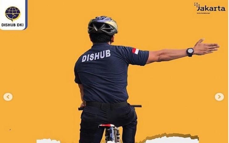 Masyarakat yang naik sepeda di jalan raya perlu memperhatikan isyarat bersepeda di jalan raya agar aman. JIBI - Bisnis/Nancy Junita