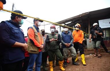 Ridwan Kamil Tinjau Lokasi Tanah Longsor di Sumedang