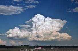 Cuaca Penerbangan:  Awan Cumulonimbus Masih Berpotensi Terjadi