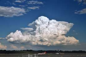 Cuaca Penerbangan: Awan Cumulonimbus Masih Berpotensi…