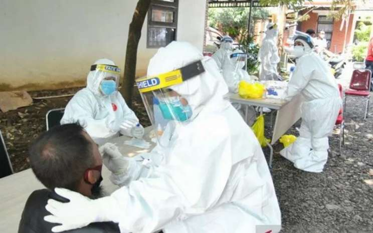 Pelaksanaan tes swab bertujuan untuk mendeteksi penularan virus corona (Covid-19) - Antara