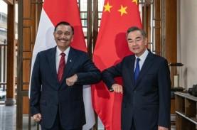 Menko Luhut dan Menlu China Bertemu di Toba, Apa Saja…