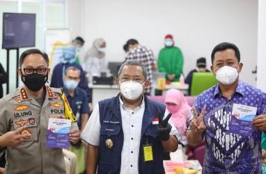 Vaksinasi Perdana di Kota Bandung Berjalan Lancar