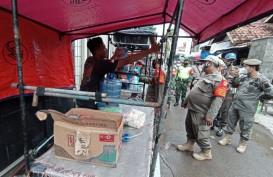 Petugas Bubarkan Kerumunan Warga di Kawasan Jamblang Cirebon