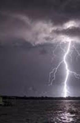 Jelang Musim Hujan, Kenali 4 Tipe Petir dan Bahayanya
