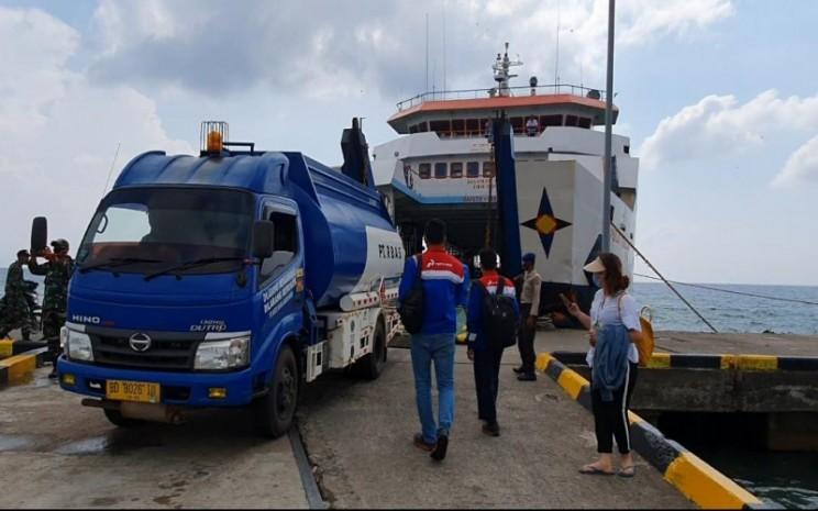 Mobil tanki yang membawa BBM ke Pulau Enggano, Kabupaten Bengkulu Utara, Provinsi Bengkulu. istimewa