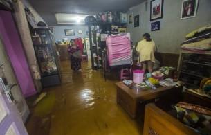 Banjir Meninggi di Kalsel, Ribuan Warga Kembali Mengungsi