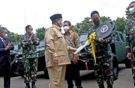 Prabowo Serahkan 40 Unit Maung Pindad ke TNI