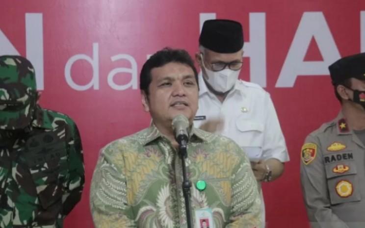 Dirjen Pencegahan dan Pengendalian Penyakit Kemenkes RI Muhammad Budi Hidayat di sela-sela menyaksikan penyuntikan vaksin Covid-19 di RSUD Zainoel Abidin Banda Aceh, Jumat (15/1/2021).  - ANTARA