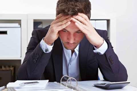 Seorang pekerja yang menghabiskan waktu dengan duduk elama 8 jam saat bekerja. Efek yang dirasakan adalah mudah lelah dan cepat lupa./Ilustrasi - Personneltoday