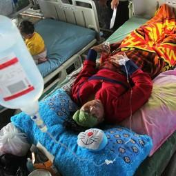 Korban Gempa Bumi Dirawat di Halaman Rumah Sakit Regional Sulbar Mamuju
