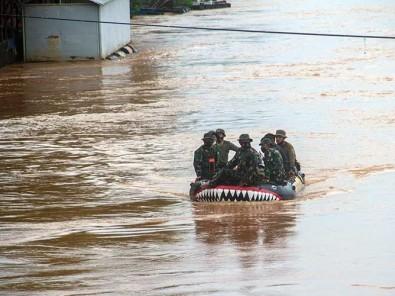Korps Marinir TNI AL Terjun Membantu Evakuasi Korban Banjir di Kalimatan Selatan