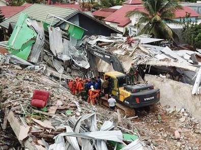 Tim SAR Gabungan Gunakan Alat Berat Untuk Mecari Korban Gempa Bumi di Mamuju