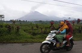 Gunung Merapi Meluncurkan Lava Pijar ke Arah Barat Daya