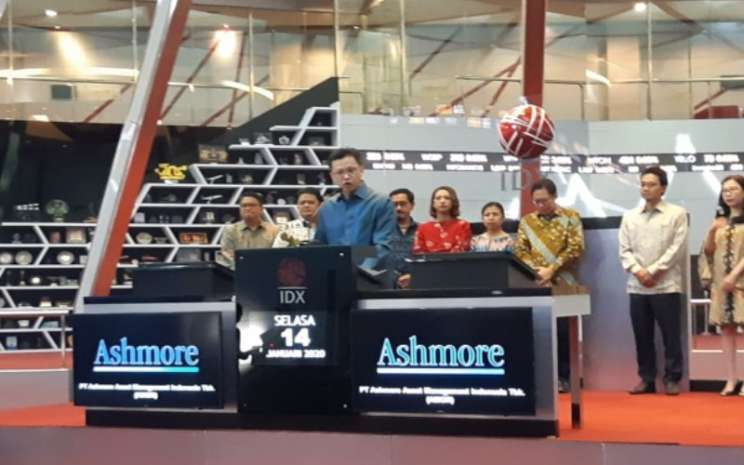 Direktur Ashmore PT Ashmore Asset Management Indonesia Tbk (AMOR) Arief Cahyadi Wana di sela-sela seremoni pencatatan saham perdaana perseroan di Bursa Efek Indonesia pada Selasa (14/1/2020). - Bisnis - Hafiyyan
