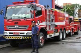 Petugas Masih Coba Jinakkan Kebakaran Mal Pluit Junction