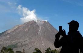 Meletus, Gunung Sinabung Semburkan Debu Setinggi 500 Meter