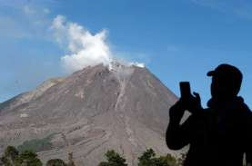 Meletus, Gunung Sinabung Semburkan Debu Setinggi 500…