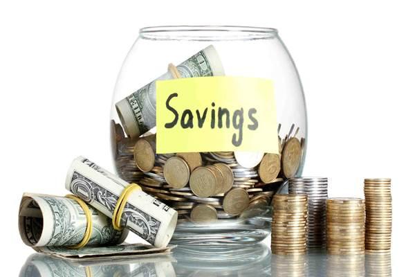 Orang tua yang memiliki anak, sebaiknya disiplin dalam menabung untuk masa depan biaya pendidikan./Ilustrasi menabung - Istimewa
