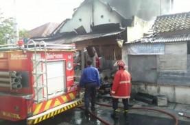 Uang Rp70 Juta Hangus Terbakar di Toko Kelontong