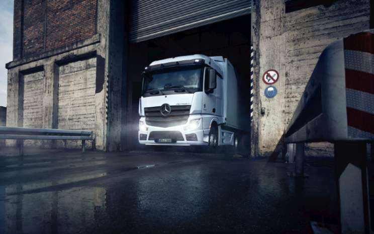 Mercedes Benz Actros.  - Mercedes Benz