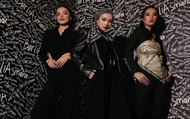 Koleksi pret/a/porter Scribble Scarf Rumah Mode Barli Asmara