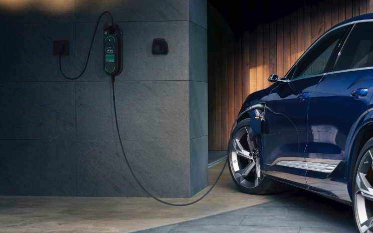 Audi e-tron siap untuk pengisian daya yang dioptimalkan untuk jaringan.  - AUDI