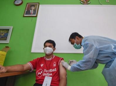 Pelayanan Vaksinasi Covid-19 Bagi Nakes Di Puskesmas Mataram