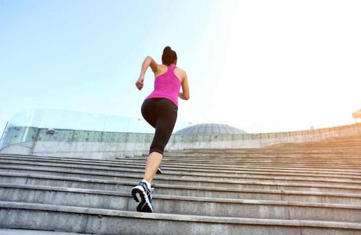 Gejala sakit jantung bia diketahui dengan melakukan aktivitas naik tangga. - ilustrasi