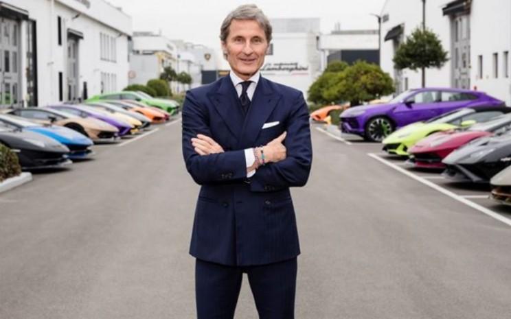 Desember ditandai dengan pergantian kepemimpinan. Per 1 Desember 2020, Stephan Winkelmann menjadi Presiden dan CEO baru, menggantikan Stefano Domenicali dengan tetap mempertahankan kepresidenan Bugatti.  - LAMBORGHINI