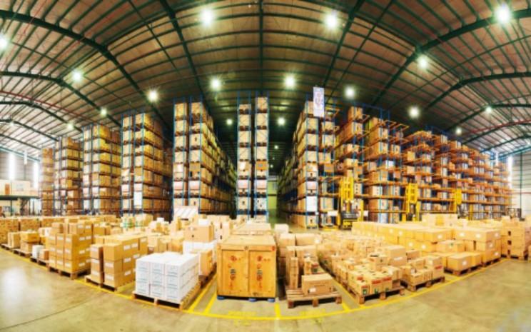 Gudang distribusi dan logistik Kalbe Farma yang dikelola anak usaha PT Enseval Putera Megatrading Tbk (EPMT). Jaringan distribusi Enseval menjangkau 74 cabang di 54 kota di Indonesia. - kalbe.co.id