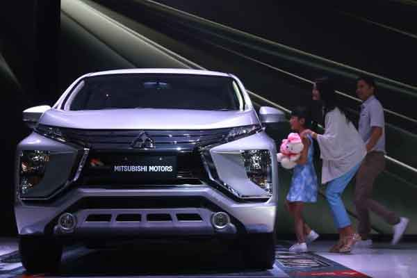 Mitsubishi Xpander, termasuk Xpander Cross, mencatat 24 persen pangsa pasar di segmen small-MPV.  - Mitsubishi