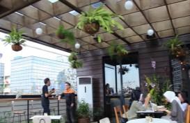 Menikmati Pencakar Langit Jakarta dari Hause Rooftop