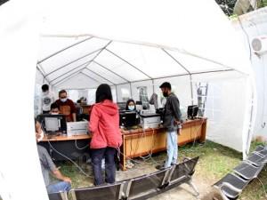 Transaksi Perbankan Di Tenda Darurat
