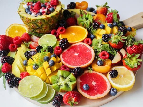 Buah-buahan mengandung nutrisi yang baik bagi tubuh. Namun, ada beberapa buah yang terlarang bagi penyakit tertentu. - Boldsky