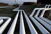 KOMODITAS ENERGI : Komitmen Energi Hijau Biden Pacu Harga Minyak