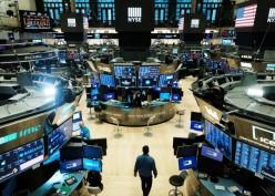 Wall Street Ditutup Koreksi, Akhiri Tren Pertumbuhan Sepekan