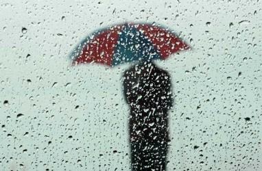 Cuaca Jakarta 25 Januari, Hujan Disertai Kilat dan Angin Kencang