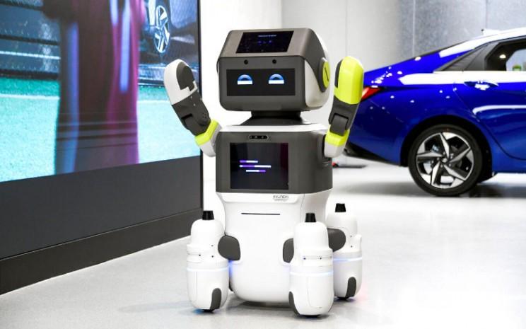 DAL-e juga dapat bergerak bebas dan mengantar pelanggan ke tempat yang ditentukan dengan menggunakan roda empat omnidirectional.  - Hyundai