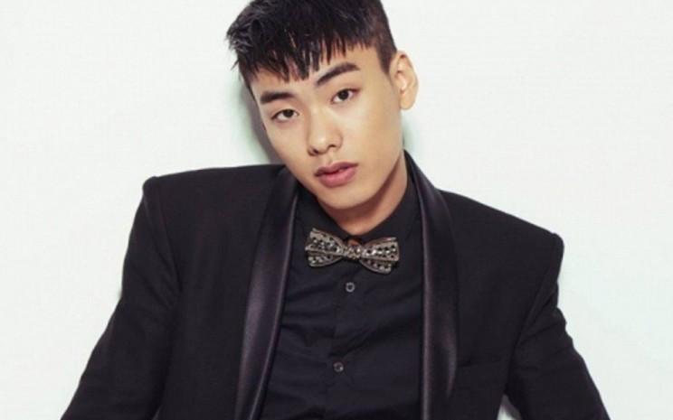 Rapper Korea, Iron ditemukan tewas bersimbah darah di sekitar apartemennya. - allkpop