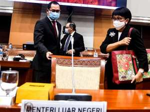 Menlu Retno Marsudi Bahas Diplomasi Vaksin Covid-19 Saat Raker Dengan DPR