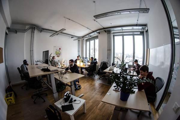 Ilustrasi suasana tempat kerja.  - Flickr