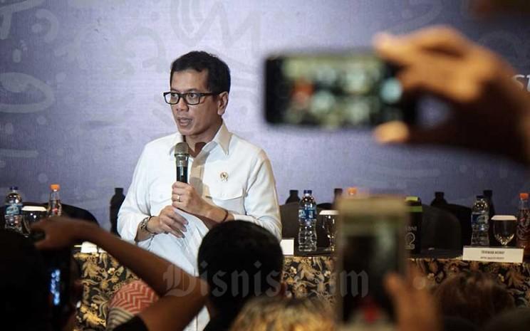 Wishnutama Kusubandio memberikan pemaparan dalam konferensi pers BNI Java Jazz Festival 2020 di Jakarta, Rabu (26/2/2020). Saat itu, Wishnutama masih menjabat sebagai Menteri Pariwisata dan Ekonomi Kreatif. - Bisnis/Himawan L Nugraha