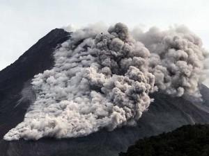 Gunung Merapi Kembali Menyemburkan Awan Panas