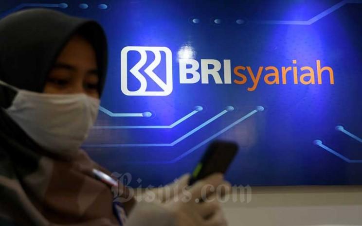 Karyawan beraktivitas di salah satu kantor cabang BRI Syariah di Jakarta, Rabu (29/7/2020). Bisnis - Abdurachman