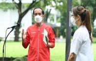 Cekrek! Gaya Santai dan Sporty Jokowi Disuntik Vaksin Dosis Kedua