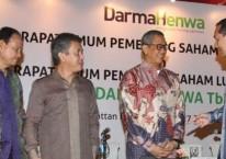 Presiden Komisaris PT Darma Henwa Tbk  Muhammad Lutfi (dari kanan) berbincang dengan Presiden Direktur Saptari Hoedaja, Direktur Ivi Sumarna Suryana, dan Komisaris Kanaka Puradiredja, usai RUPS di Jakarta, Kamis (27/6/2019)./Bisnis-Endang Muchtar