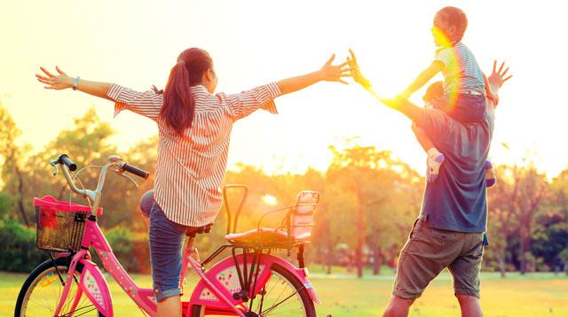 Hidup sederhana akan menjauhkan Anda dari rasa khawatir akan kekurangan uang dan lebih menciptakan keakraban di dalam keluarga. - ilustrasi