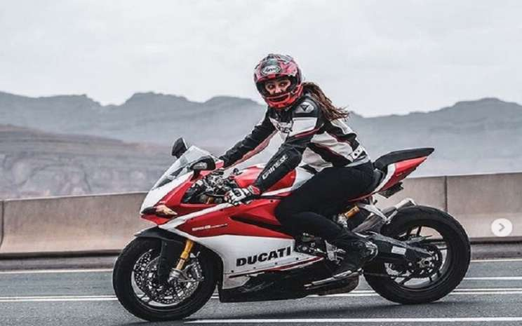 Dania Akeel, wanita berasal dari Jeddah, Arab Saudi, menunggai sepeda motor Ducati. - Instagram @saudiwomanrider\\r\\n