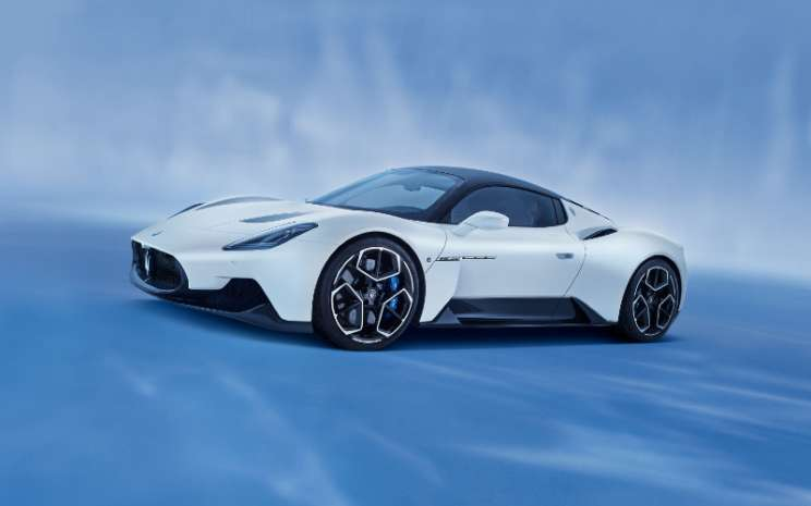 Dikembangkan oleh Maserati Innovation Lab dan diproduksi di pabrik bersejarah di Modena, MC20 100 persen dibuat di Italia.  - Maserati